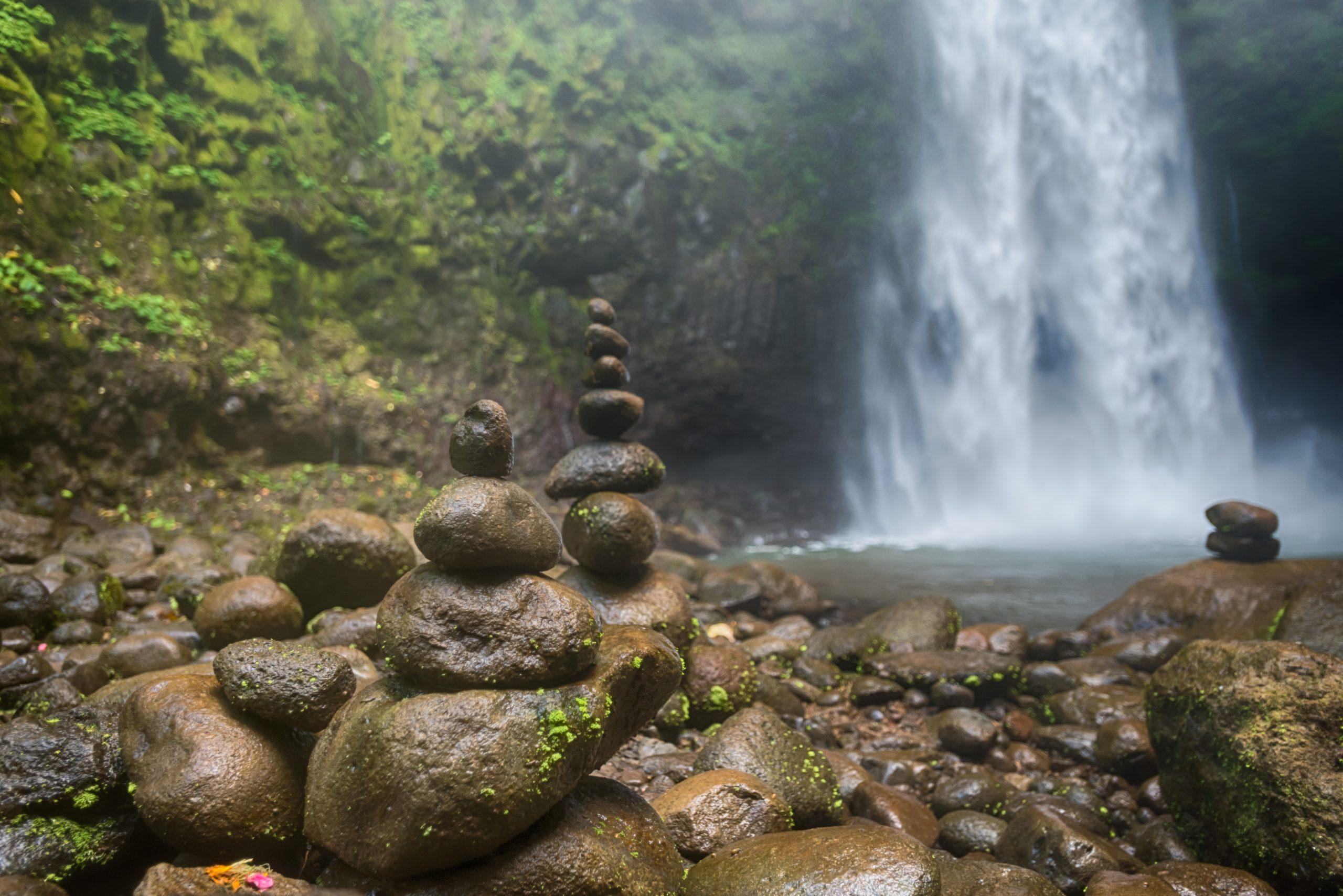 Balance Steine Wasserfall