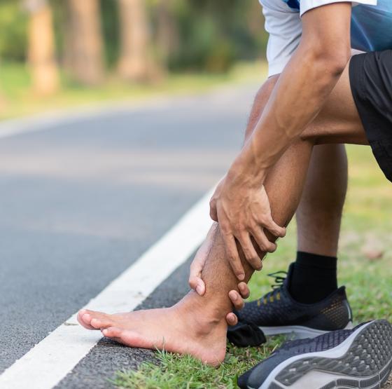Physiotherapie bei PAVK - Schmerzen in den Beinen aufgrund von Durchblutungsstörungen